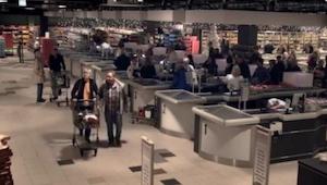 Tämä näyttää tavalliselta supermarketilta, mutta kun valot sammuvat, näky on MAH