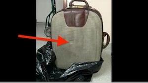 Joku heitti matkalaukun roskiin. Nyt koko kaupunki etsii sen pois heittänyttä he