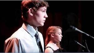 Pari teiniä esittää hittikappaleen The Prayer. Sinäkin yllätyt, kun pojat alkava