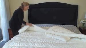 Hän asetti peiton sängylle ilman pussilakanaa, minuuttia myöhemmin? NEROKAS KONS