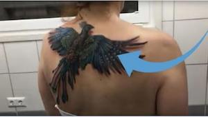 Tämä näyttää ihan tavalliselta tatuoinnilta, mutta odotahan kun nainen alkaa lii