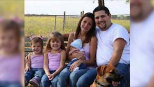 Huomaatteko, mikä on väärin tässä perhekuvassa? Tuhansilta on jäänyt tämä erikoi