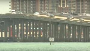Laivan kapteeni oli varma, että joku heitti roskat sillalta. Kun hän katsoi lähe