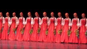 Venäläiset tanssijat saapuivat lavalle, ja kun he aloittivat esityksensä, kukaan