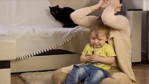 Miksi jotkut lapset käyttäytyvät huonosti ollessaan äitinsä seurassa? Tässä vast