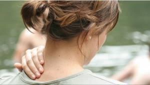 Vaikea uskoa, mutta selkäkipuun auttaa toisen ruumiinosan venyttely! Voit tehdä