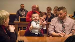 Lapsi puhuu oikeudessa vain yhden sanan ja tuomari tietää heti tekevänsä oikean