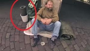 Hän kysyi kodittomalta mieheltä, voisiko häneltä lainata jotain. Seuraavaksi tap