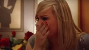 He istuivat ravintolassa kun hänen rakastajattarensa tuli hänen luokseen… Seuraa