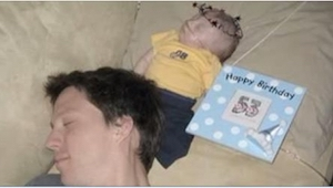 He juhlivat joka päivä heidän kuolemansairaan lapsensa syntymäpäivää. 99. päivän