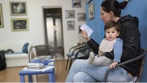 Lappu, jonka tämä lastenlääkäri laittoi ovelleen antaa jokaiselle äidille jotain