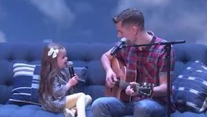 Isä ja hänen 4-vuotias tyttärensä löivät läpi internetissä julkaistulla kappalee