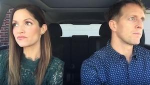 Se mitä tämä pari tekee autossa, on aikamoinen show!