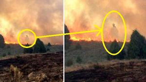 Isä ja poika odottavat tulipalon polttavan heidän kotinsa. Se mitä he kuvasivat
