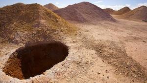 Tämä näyttää tavalliselta sisäänkäynniltä kaivokseen, mutta sisältä löytyy kokon