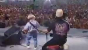 4-vuotias saapui lavalle harmonikan kanssa ja hurmasi koko yleisön!