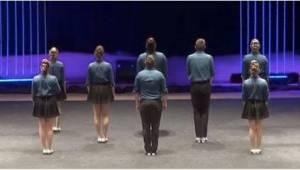 Lavalle astelee kahdeksan henkilöä. Kun he alkavat tanssia, menet sanattomaksi!