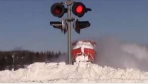 Kun kuski näki veturin puskevan lumen läpi, hän tarttui kameraan. Nyt hänen vide