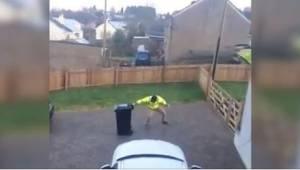 Kun hänen vaimonsa näki, mitä mies teki ulkona, hän alkoi nauraa ja kuvasi video