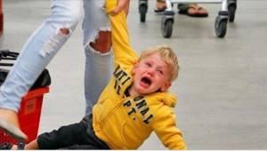 Neuvokas äiti näyttää viisivaiheisen tavan hallita lapsen vihaisuutta.