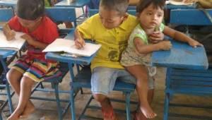Poika tuli kouluun nuoremman veljensä kanssa. Se mitä hän sanoi opettajalle, saa